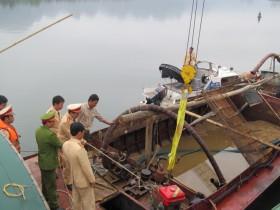 """Hà Nội: Bắt 3 """"cát tặc"""" trên sông Đuống"""