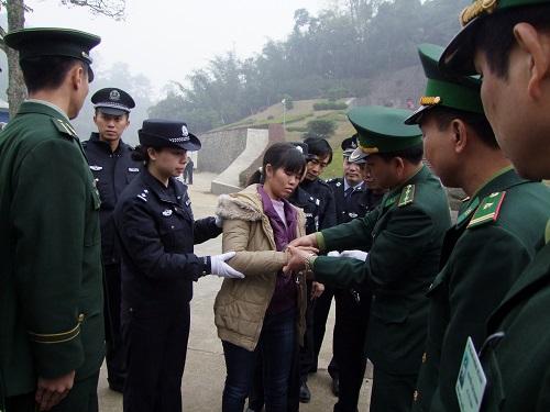 """""""Nữ quái"""" buôn heroin trốn sang Trung Quốc lấy chồng"""