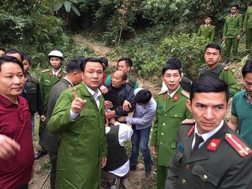 ke van chuyen 39 banh heroin dung sung chong tra canh sat