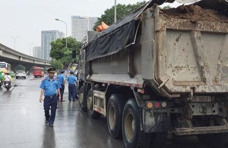Hà Nội: Xử lý hơn 400 trường hợp vi phạm trật tự ATGT, vệ sinh môi trường