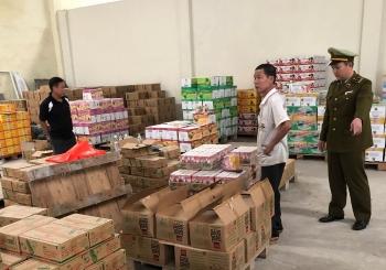 Hà Nội: Hơn 5.000 chai nước bị tẩy xóa ngày sản xuất và hạn sử dụng