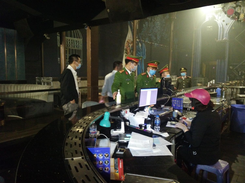 Phòng dịch Covid-19: Quán bar, nhà hàng trong phố cổ Hà Nội đóng cửa từ 0h