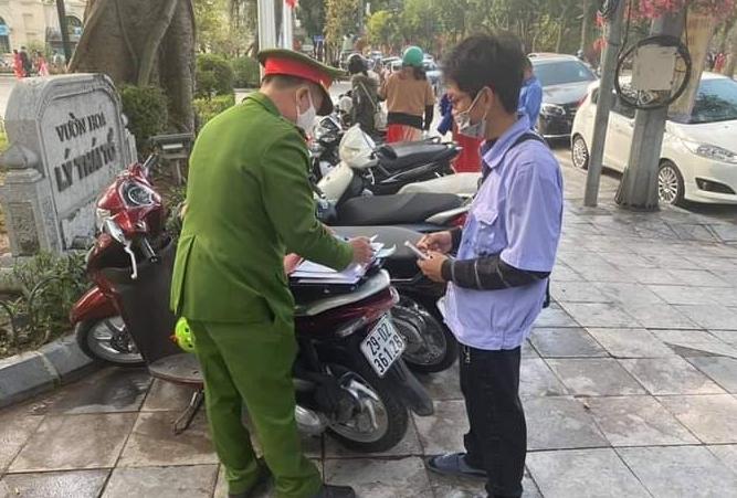 """Hà Nội: Xử phạt bãi xe """"chặt chém"""" ngày tết"""