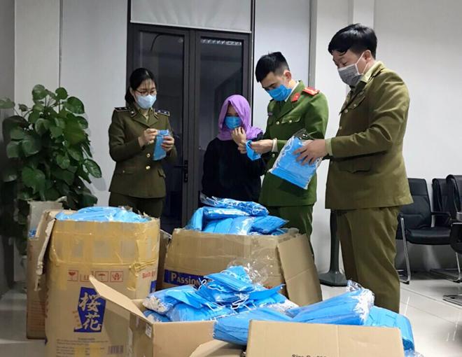 Hà Nam: Thu giữ hơn 12.000 chiếc khẩu trang y tế không rõ nguồn gốc