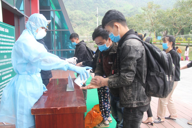 Lạng Sơn: Tiếp nhận 168 công dân Việt Nam do Trung Quốc trao trả
