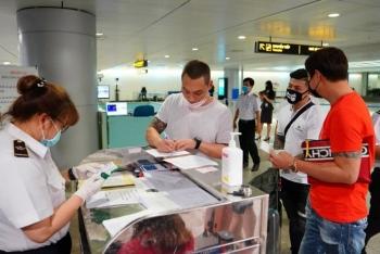 Bắt buộc khai báo y tế với khách bay nội địa và phương tiện công cộng