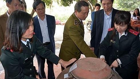 thu giu hang chuc nghin lit ruou khong dam bao an toan