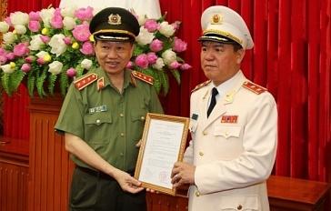 Trao quyết định bổ nhiệm của Thủ tướng cho Trung tướng Trần Văn Vệ