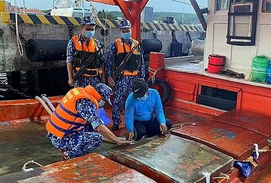 Cảnh sát biển thu giữ 25.000 lít dầu DO