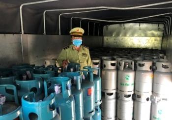 Tạm giữ 300 bình gas có dấu hiệu giả mạo TOTAL GAS, PETROLIMEX