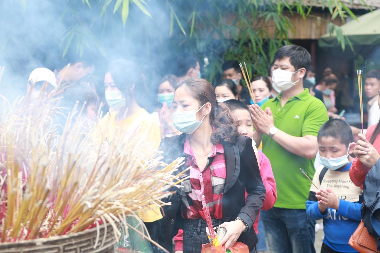 Phú Thọ: Hơn 60.000 lượt khách về dâng hương tưởng nhớ Vua Hùng