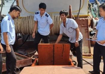 2 tàu cá ngụy trang chở gần 200.000 lít dầu nghi nhập lập