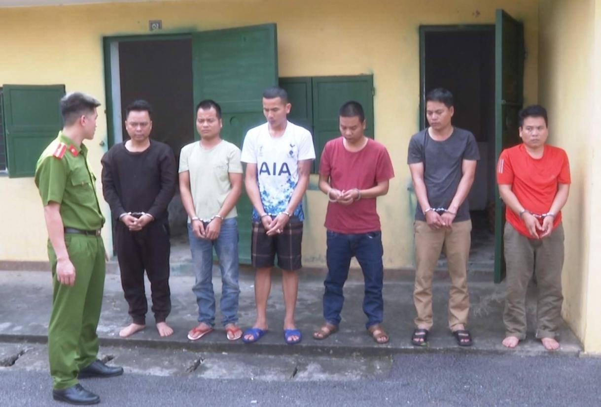 Phú Thọ: Con bạc tấn công cảnh sát