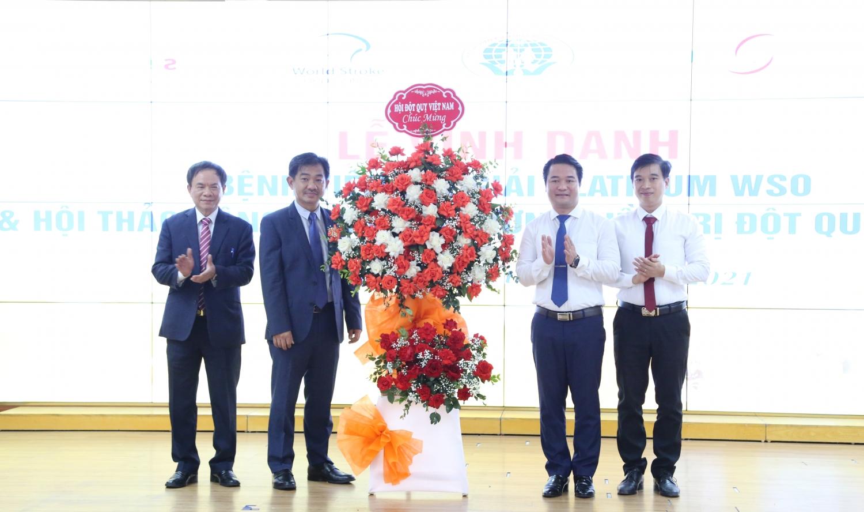 BVĐK tỉnh Phú Thọ nhận giải thưởng Bạch kim từ Hội Đột quỵ thế giới