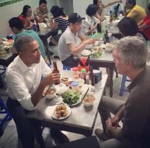 Tổng thống Mỹ đi ăn bún chả - những hình ảnh khó quên