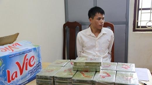lang son bat doi tuong van chuyen 42 banh heroin