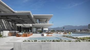 Ngôi nhà sang trọng với tầm nhìn ra Thái Bình Dương