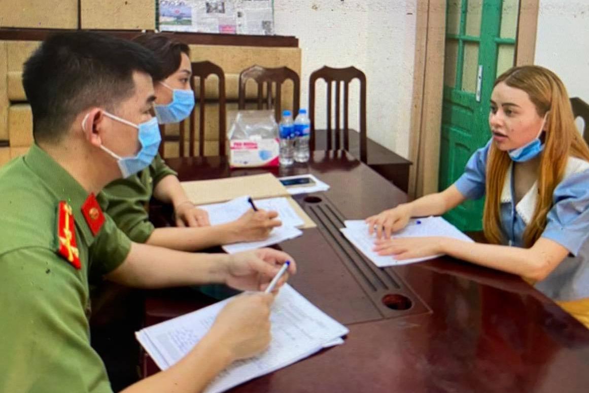 Nữ sinh viên tiếp tay nhiều người nước ngoài nhập cảnh trái phép