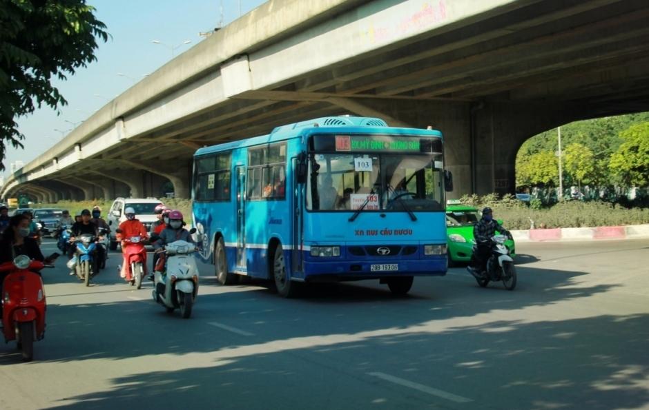 Hà Nội: Xe buýt, taxi vận hành trở lại như thế nào?