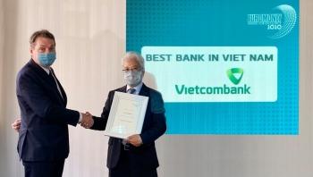"""Vietcombank lần thứ 6 được Tạp chí Euromoney trao giải thưởng """"Ngân hàng tốt nhất Việt Nam"""""""