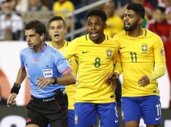 video brazil thua peru bi loai khoi vong bang copa america