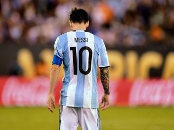 photo nhin lai su nghiep cua messi trong mau ao argentina
