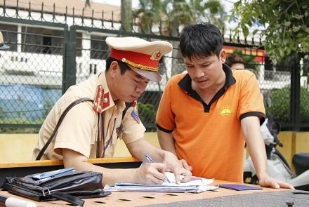 duoc su dung ban sao giay dang ky phuong tien de tham gia giao thong