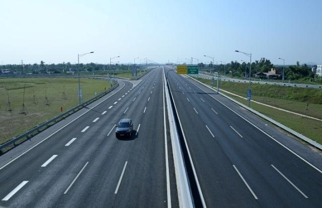 Phí làm đường cao tốc Việt Nam cao hay thấp?