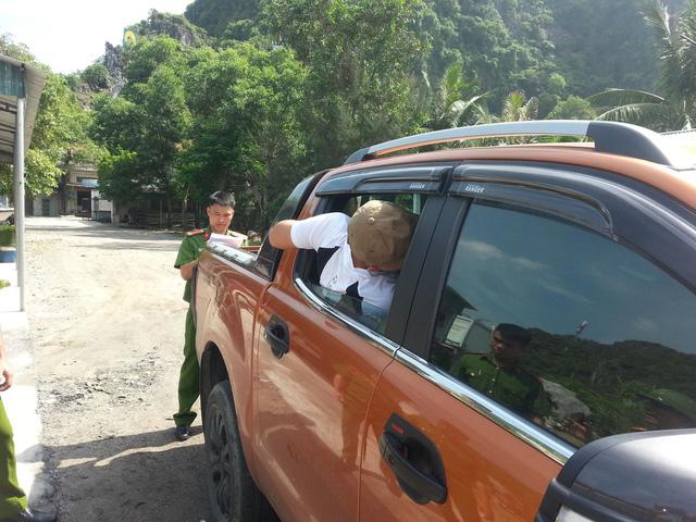 """Quảng Ninh: """"Đạo chích"""" phá cửa ôtô lấy điện thoại Vertu"""