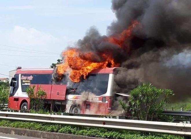 Vì sao xe khách liên tục cháy?