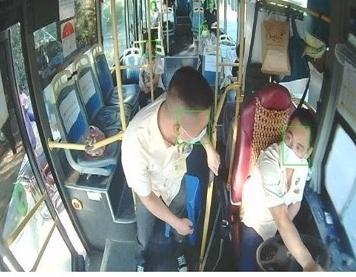 Công nghệ AI phát hiện người không đeo khẩu trang trên xe buýt