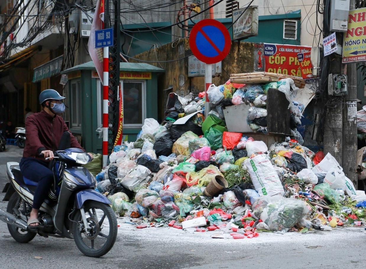 Hà Nội yêu cầu kiểm tra, xử lý vụ hơn 200 công nhân môi trường bị nợ lương