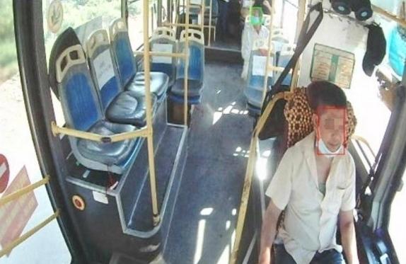 Tỷ lệ người không đeo khẩu trang trên xe khách giảm rõ rệt nhờ công nghệ AI