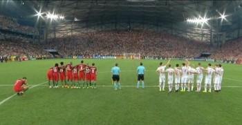video ronaldo thap thom nhom dong doi da penalty tu phia sau