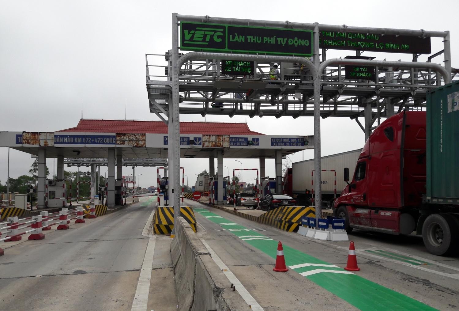 """Bộ GTVT đang """"châm chước"""" cho những trạm BOT chậm thu phí không dừng"""