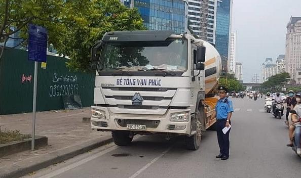Hà Nội: Phạt 65 triệu đồng, giữ xe bồn bê tông 7 ngày vì đi vào đường cấm