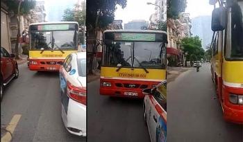 video xe buyt lan het duong quyet doi taxi phai nhuong