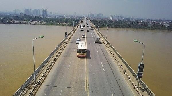 Điều chỉnh lộ trình 16 tuyến buýt phục vụ sửa cầu Thăng Long