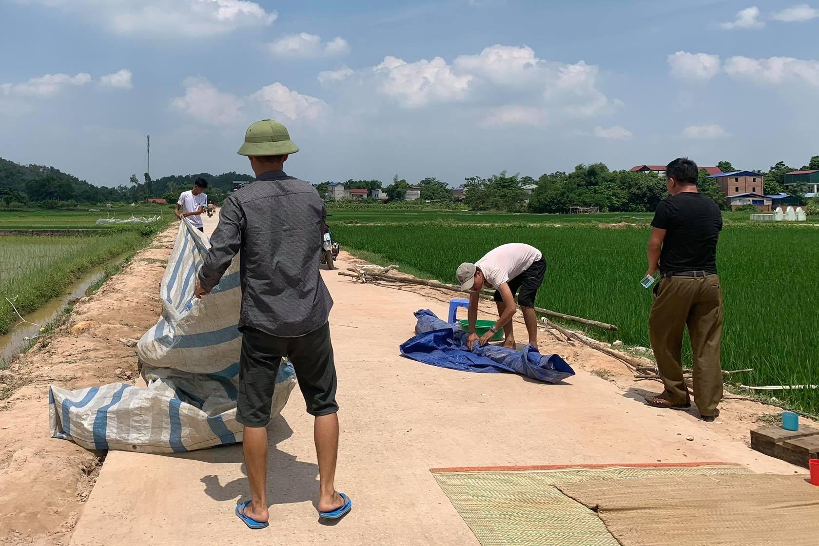 Hà Nội: Người dân ngừngchặn xe vào bãi rác Nam Sơn