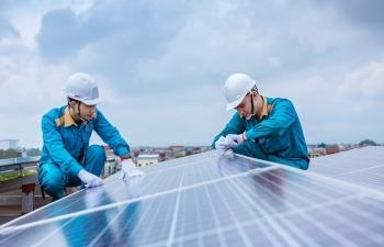 """""""Cuộc chạy đua nước rút"""" cho ngành điện mặt trời áp mái"""