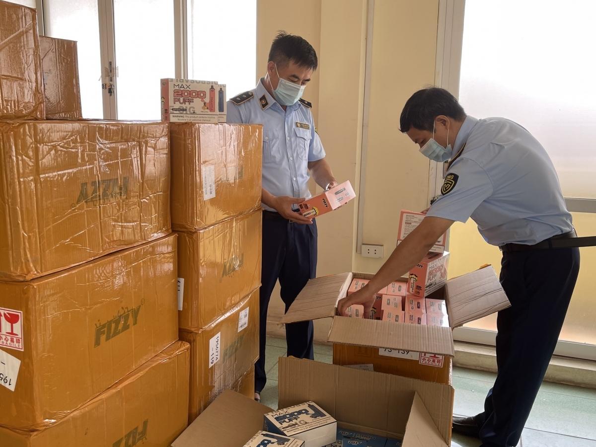 Quản lý thị trường Hà Nội thu giữ 15.000 sản phẩm thuốc lá điện tử nhập lậu