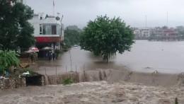 Mưa lớn kéo dài, nhiều tỉnh phía Bắc ngập trong biển nước