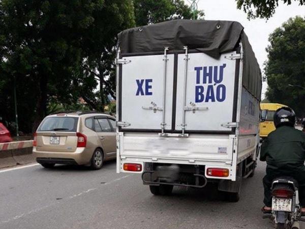 """Hà Nội xử lý xe tải gắn mác """"xe thư báo"""" rởm"""