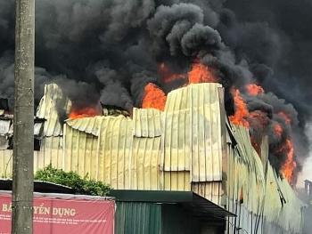Hà Nội: Cháy lớn tại công ty trong KCN Sài Đồng B