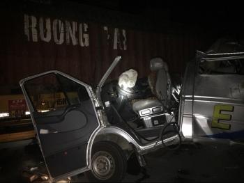 hung yen xe container va cham o to khach nhieu nguoi bi thuong