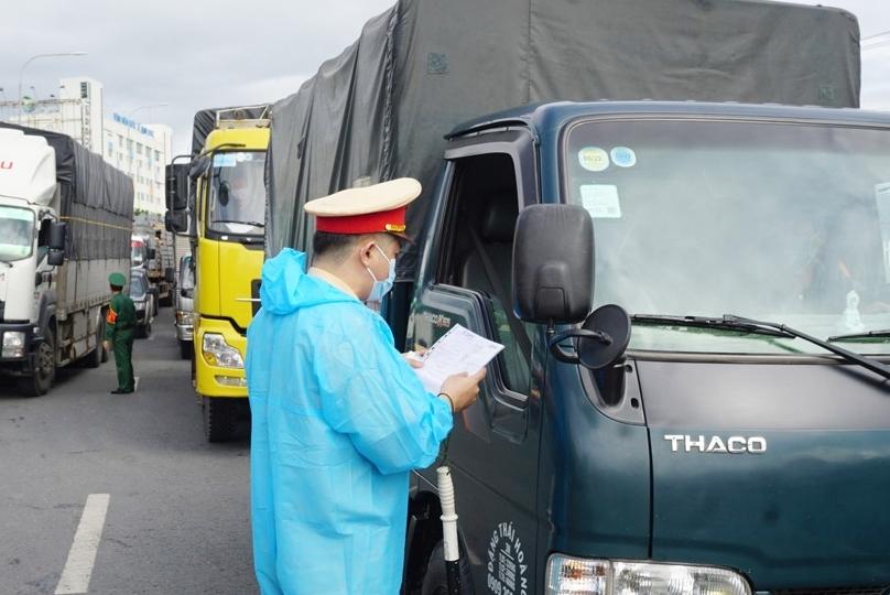 Đề nghị các địa phương bãi bỏ quy định không phù hợp trong kiểm soát vận chuyển hàng hóa