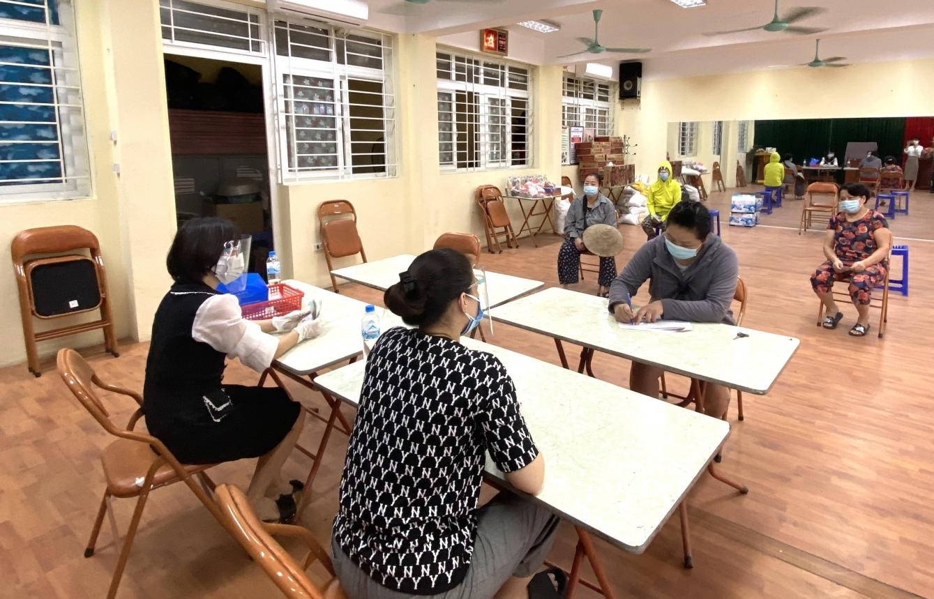 Hà Nội: Gần 1.200 người lao động tự do ở quận Ba Đình nhận hỗ trợ