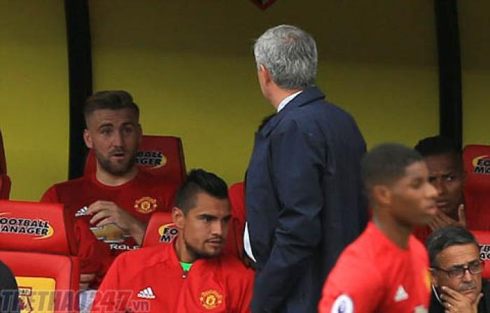 HLV Mourinho chỉ trích trọng tài sau khi thua