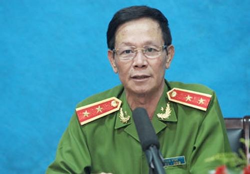 """Cựu Trung tướng Phan Văn Vĩnh bị cáo buộc """"chống lệnh"""", bao che đường dây đánh bạc"""