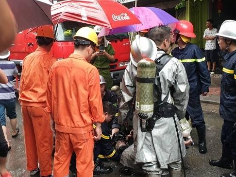 Hà Nội: Giải cứu một người mắc kẹt trong vụ cháy cửa hàng ...